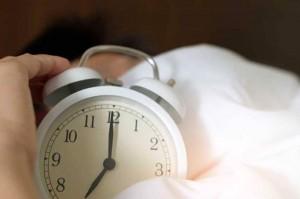 كيف تستيقظ من النوم دون