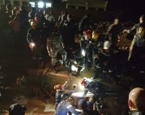 استشهاد أحد غطاسي الدفاع المدني أثناء البحث عن ناجين من السيول.