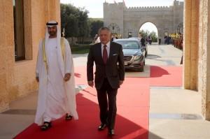 بالصورر...الملك يقلد محمد بن زايد أرفع وسام مدني في المملكة