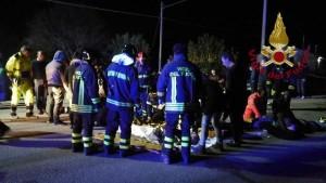 مقتل 6 واصابة 120 شخصا بحادث تدافع في ايطاليا