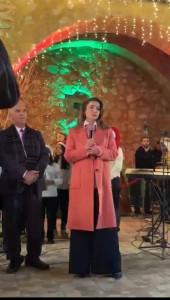 بالصور...الملكة رانيا تضيء شجرة الميلاد في الفحيص