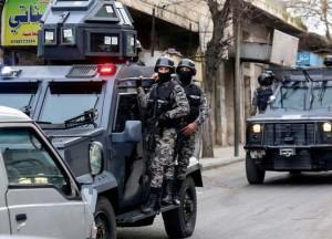مداهمة أمنية تسفر عن القبض على مطلوب خطير متاوري عن الانظار في الباعج