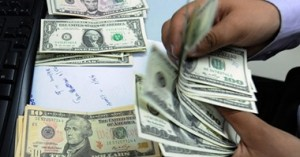 عمان : القبض على بحوزته ثلاثة ملايين دولار مزيفة وسلاح ناري