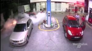 بالفيديو...لحظة انفجار محطة وقود في إسطنبول!