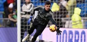 حارس ريال مدريد يخرج عن صمته بقضية خليفة رونالدو