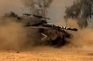 احتراق آلية عسكرية صهيونية على حدود غزة .. والاحتلال يستهدف المزارعين و الصيادين