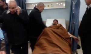 الرزاز يعود مصاب مسيرة العقبة في مستشفى البشير