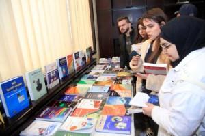 خمسمائة طالب يستفيدون من معرض تدوير الكتب بجامعة البترا