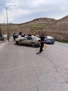 بالصور ...اصابة خمس اشخاص اثر حادث تصادم على طريق ياجوز