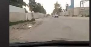 بالفيديو .. شارع الشحن الجوي لا يصلح لسير الدواب .. والكابتن محمد الخشمان : ماذا انت فاعل يا وزير البلديات ؟