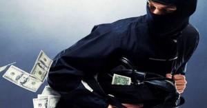 البحث الجنائي يلقي القبض على شخصين سرقا 15 ألف دينار من مطعم في الزرقاء