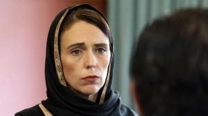 رئيسة وزراء نيوزيلندا تتحجّب احتراما لضحايا المسجدين