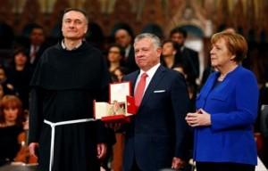 الملك يتسلم جائزة مصباح السلام لعام 2019
