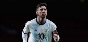 ميسي يختار أفضل 5 لاعبين في العالم .. ومفاجأة عن رونالدو!