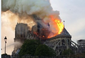 بالصور..اجلاء الوسط التاريخي اثر اندلاع حريق