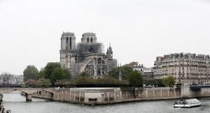فرنسا تطلب مهندسين لإعادة بناء برج نوتردام