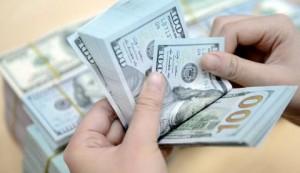 شاب يعثر على محفظة بداخلها 2000 دولاراً بالبترا.. وهذا ما فعله
