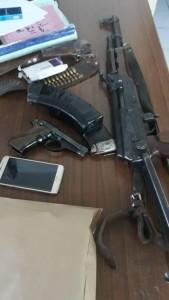 القبض على مطلوب بعد إصابته بتبادل لإطلاق النار مع الامن في البادية الشمالية