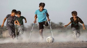 الفتى العراقي بطل صورة «الرغبة في الحياة» يصل موسكو