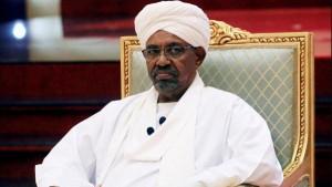 السودان .. تهمة الاشتراك والتحريض في قتل المتظاهرين للبشير