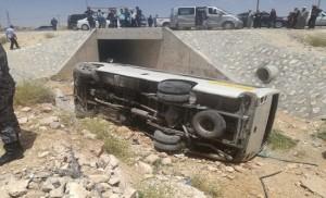 اصابة 13 شخص اثر تدهور باص نقل عام على طريق المفرق