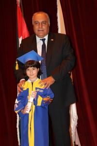 الطفلة المبدعة ليالي ثائر الزعبي تتألق في حفل تخرجها من روضة كلية دي لاسال