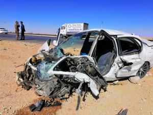 بالصور...5 اصابات بتصادم مركبة وشاحنة على الطريق الصحراوي بسبب تجاوز خاطئ