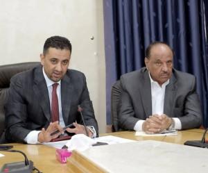 بحضور وزير الداخلية ...اتفاق ينهي اعتصام سائقي شاحنات الفوسفات