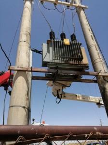 بالصور..إطلاق نار على محوليّ كهرباء يؤدي لانقطاع التيار في مؤتة بالكرك