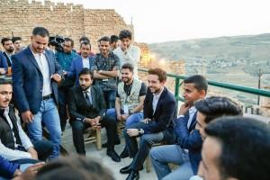 بالصور...ولي العهد يلتقي ناشطين في الكرك ويشاركهم الإفطار