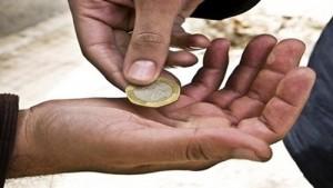 القبض على (3) متسولين انتحلوا صفة عمال وطن في عمان
