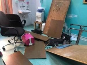 أهل طفلة متوفية يقومون بتحطيم طوارئ مستشفى الملكة رانيا في وادي موسى