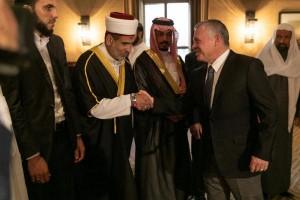 بالصور .. الملك يلتقي مجموعة من الأئمة والوعاظ