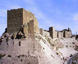 """""""الآثار"""" تنفي تعرض أسوار قلعة الكرك لانهيارات"""