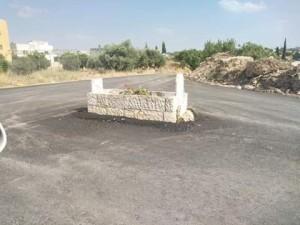 بلدية اربد تطالب بتحري الحقيقة بالقبر الذي يتوسط الشارع العام