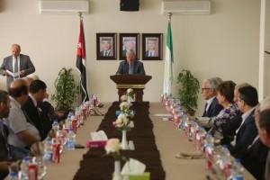 رئيس الجامعة البترا يكرم نخبة من أعضاء الهيئة الاكاديمية