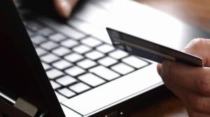 الحكومة: سنضبط عمليات الشراء عبر الإنترنت