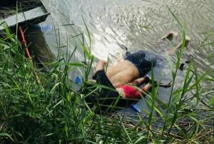صور مهاجر سلفادوري وطفلته تثير الغضب