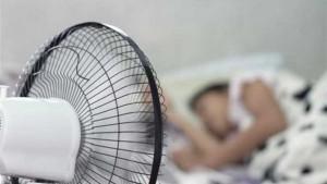 تشغيل المروحة أثناء النوم يسبب أمراضا خطيرة
