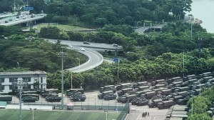 الصين تحشد عسكرياً قرب هونغ كونغ