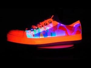 علماء يبتكرون حبراً سحرياً يغير لونه مع الضوء