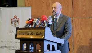 الرزاز: الحكومة ستنحاز للقطاعات والشركات التي تشغل الأردنيين