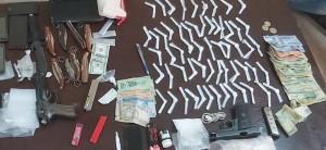 ضبط 6 مروجي مخدرات بحوزتهم سلاحين ناريين