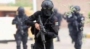 القبض على شخص بحوزته 27 وصلة حشيش و152 حبة كبتاجون اثناء مداهمة أمنية في الكرك