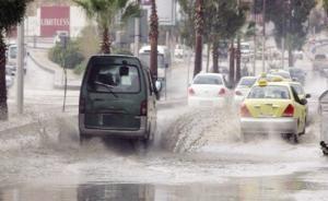 تحذير هام للسائقين على طريق الحزام وأوتوستراد الزرقاء عمان من الأمطار