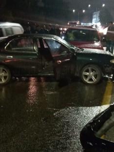 بالصور .. تصادم ٧ سيارات على طريق عمان / السلط
