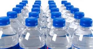 تحذير من مادة سامة في زجاجات المياه البلاستيكية تسبب السرطان