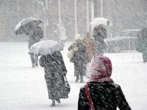 طقس العرب: كتلة هوائية باردة وزخات ثلوج فوق مرتفعات الجنوب الثلاثاء