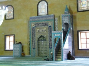 وزير الاوقاف: عدد كبير من خطباء المساجد غير مؤهلين باللغة العربية