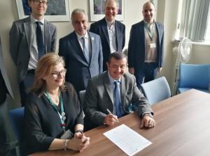 لقاء مع المبتعثين للدكتوراة .. وتوقيع اتفاقية برنامج ماجستير مشترك بين جامعتي عمان الأهلية وبرادفورد